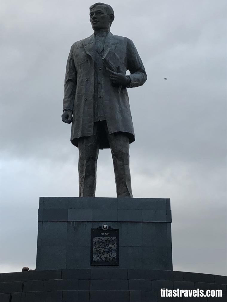 1-Calamba-Riza-monument