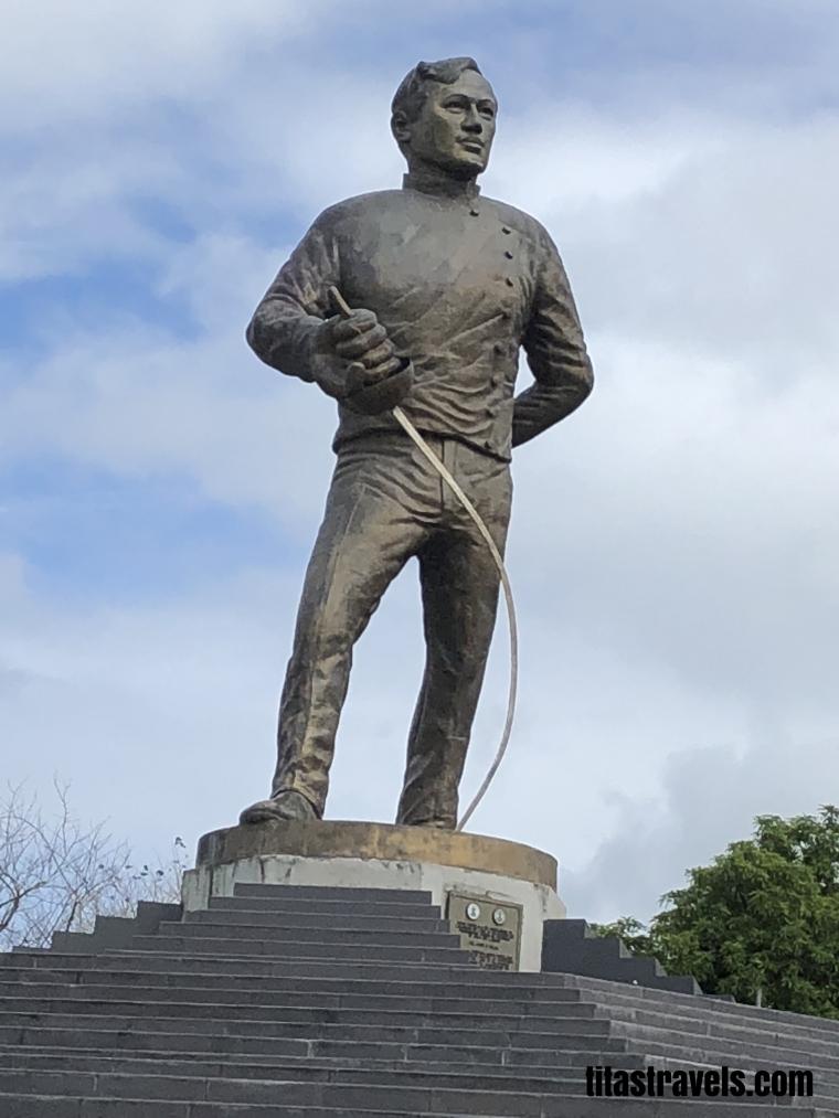 1-Sta-Cruz-Rizal-statue
