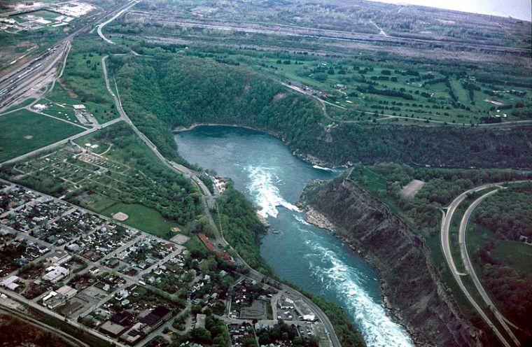 Whirlpool_aerial_view-Zwergelstern-wiki
